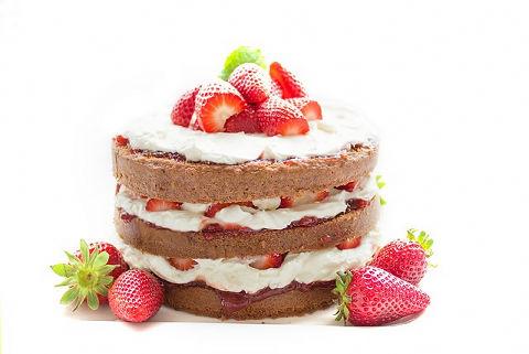 バレンタインプレゼントにいちごのケーキ